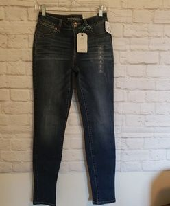 NWT Maurices Jegging Mid Rise Size Xsmall Short
